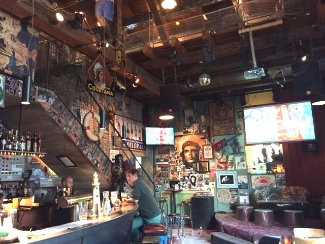 El Lokal, Inside the Bar