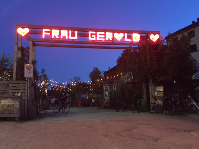 Fraud Gerolds Garten Entrance