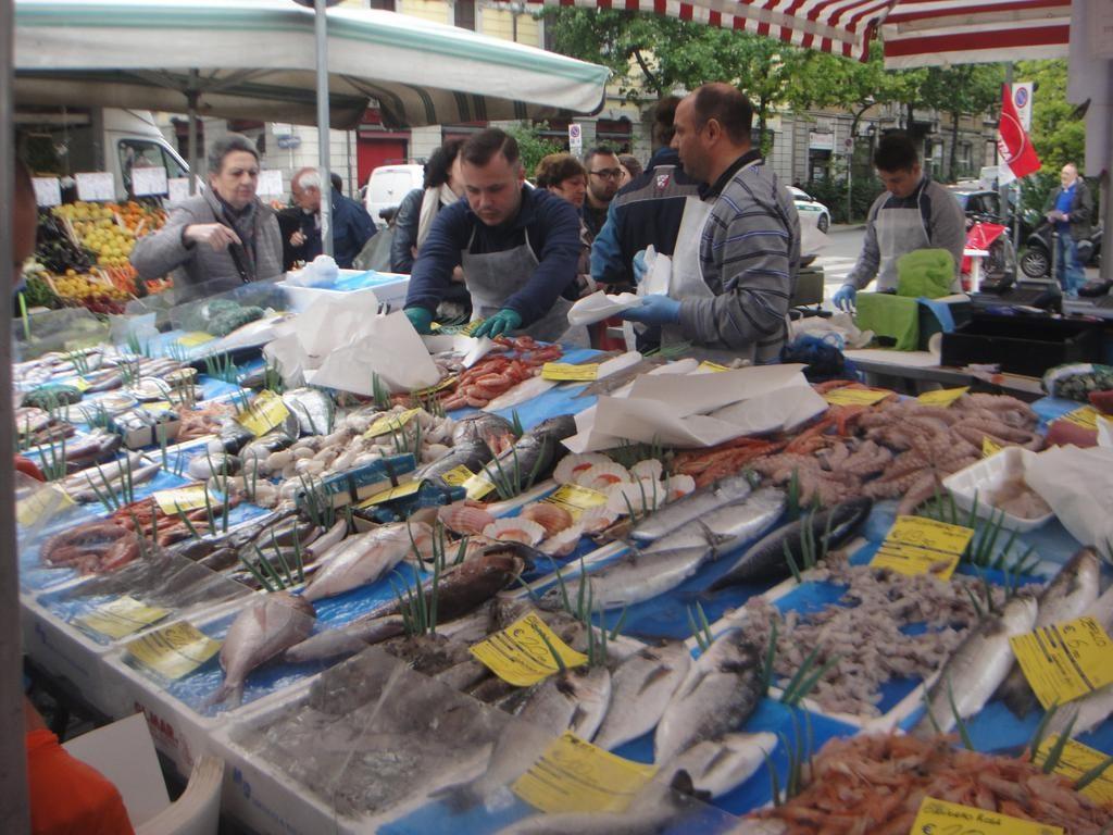 Mercato dell'Isola at Piazza Tito Minniti
