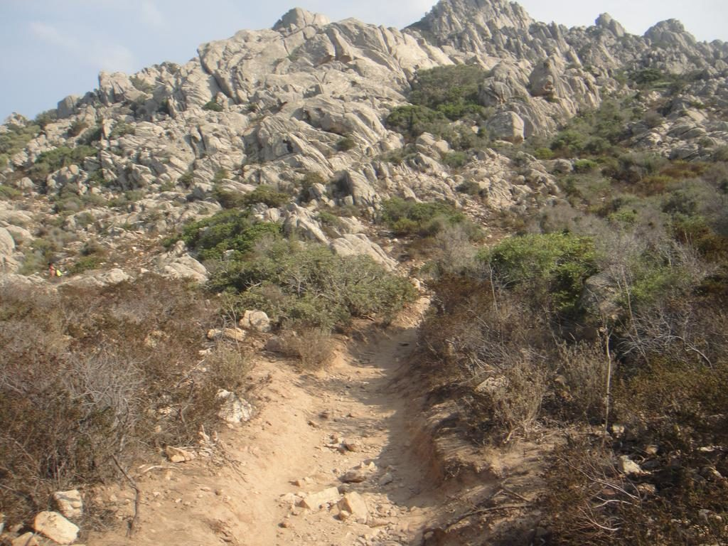 Cala Coticcio hiking trail